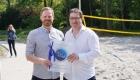 Herr Westerberg überreicht dem Vorstand die Urkunde der Dietmar-Hopp-Stiftung